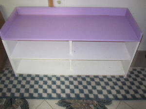 FLOOR UNIT FOR USE FOR TOYS OR SHOE STORAGE