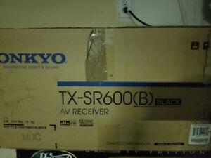 Price reduced - Onkyo TX SR600. Perfect condition