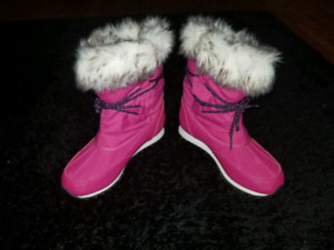 *** BRAND NEW GIRLS POLO BOOTS SIZE 3 ***