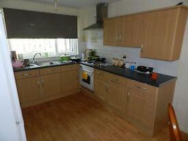 3 Bedroom Flat, £260 PPPM - ALEXANDRA GROVE, Hyde Park, LS6