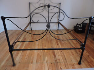 Lit en fer Antique iron bed