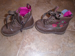 Girl`s boots , size 8      $5 **