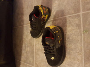Toddler DC sneakers size 6