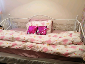 Single white day bed