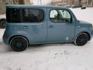 LOADED 2011 NISSAN CUBE S 1.8 CROSS-OVER WITH ONLY 105,000 KM'S!