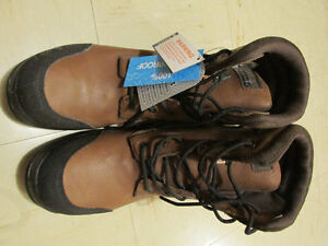 size 14 Holmes steel toed work boots, brand new