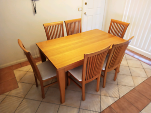 Solid 6 seater dinning table with chairs