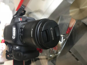 Canon EOS Rebel T5i. 18 MP 55mm IS STM  comme neuf + 2 batteries