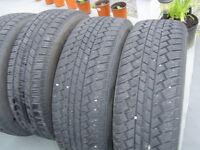 4 pneus hiver 215-65-16 neuf sur jantes G M 5 nuts comme neuve
