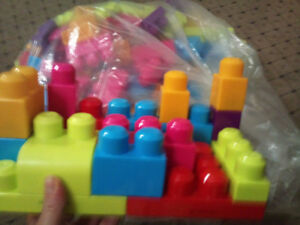 Fisher-Price MEGA BLOCKS - 165 Blocks - LIKE NEW!