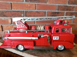 VINTAGE TOY FIRE TRUCK FIRE ENGINE TIN JAPAN TOY TRUCK