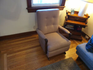 Springy rocking chair - super comfortable for reading and tv