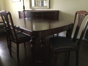 Beautiful Antique 9 Piece Dining Room Set