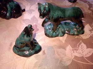 VINTAGE 1970'S BLUE MOUNTAIN POTTERY - 2 SEPARATE WOLVES / LOBO