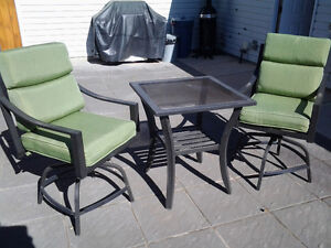 Outdoor Chairs & Table