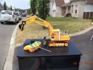 Excavator with remote control,11 channels