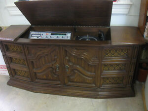DELUXE OLD VINTAGE FLOOR-MODEL AM/FM/3-SPEED STACKING DECK 8-TRA