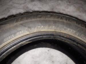 6 pneus d'hiver de 14 pouces et 4 pneus avec jantes