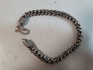 Silver wrist band 8 inches.925 silve stamped 100 dollers firm