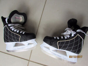 Boys Hockey Skates $15
