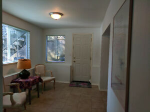 *** Spacious 2 Bedroom suite in preferred White Rock area***