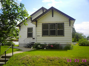 Cozy 2 Bedroom House with Large Yard and Garage