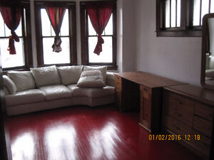 Two bedrooms apartment closing Universty of windsor