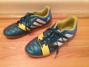Soulier adidas, pointure 6
