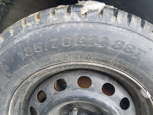 200$ 185/70R14 Tire Dhiver