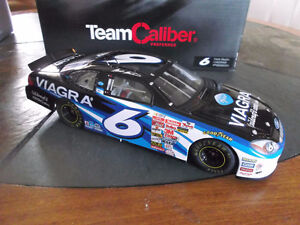1/24 SCALE HIGHLY DETAILED MARK MARTIN DIECAST
