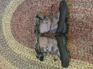 Ladies Kamik winter boots size 9