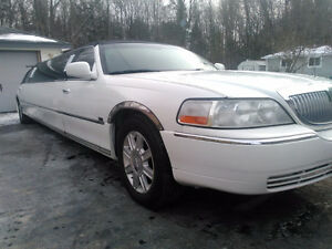 2007 Lincoln Town Car Limousine by Tiffany Coachworks