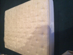 Queen size select comfort air bed