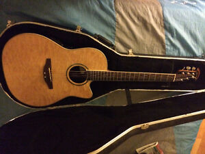 Ovation Celebity Guitar CC24, ex condition with HARDSHELL CASE!