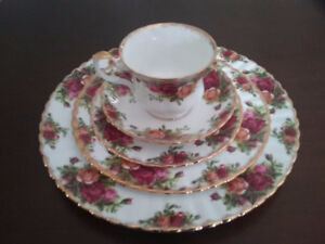 Royal Albert Old Country Roses Dishes and Collector Plates