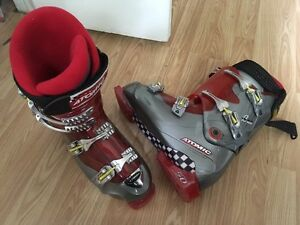 Size 10 atomic ski boots mint condition