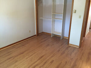 2 Bedroom Apartment, Close Walk to Downtown, Washer&Dryer
