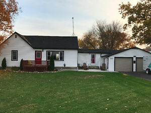Beautifully Renovated Country Home Windsor Region Ontario image 1