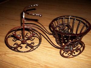 Bicyclette en fer forgé brun