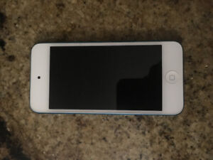 Blue iPod Touch 5th Gen 64 GB with 2 layer case GOOD CONDITION