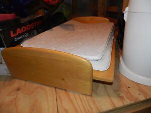 Table à langer et poubelle
