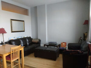 Delightful bright apartment in downtown Stratford