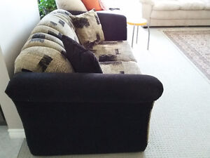 Sofa and loveseat set with 4 matching pillows Like new condition London Ontario image 6