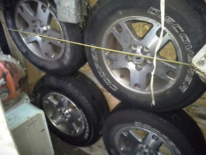 cooper discoverer 235/75R16 almost new