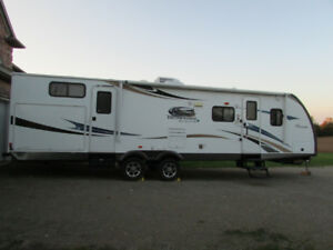 2013 Coachman Freedom Express 310BHDS – Maple Leaf Edition