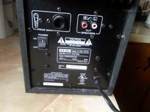 TEAC    BOOSTER    NO SPEAKERS
