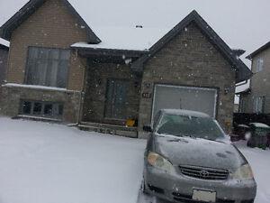 Belle maison avec garage à loué. Offre spéciale!