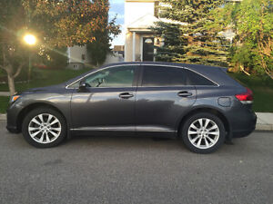 2013 Toyota Venza LOW KMs!