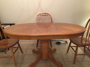 Solid wood round table/leaf & chairs