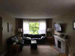 2 bedrooms in a 3 bedroom house available!